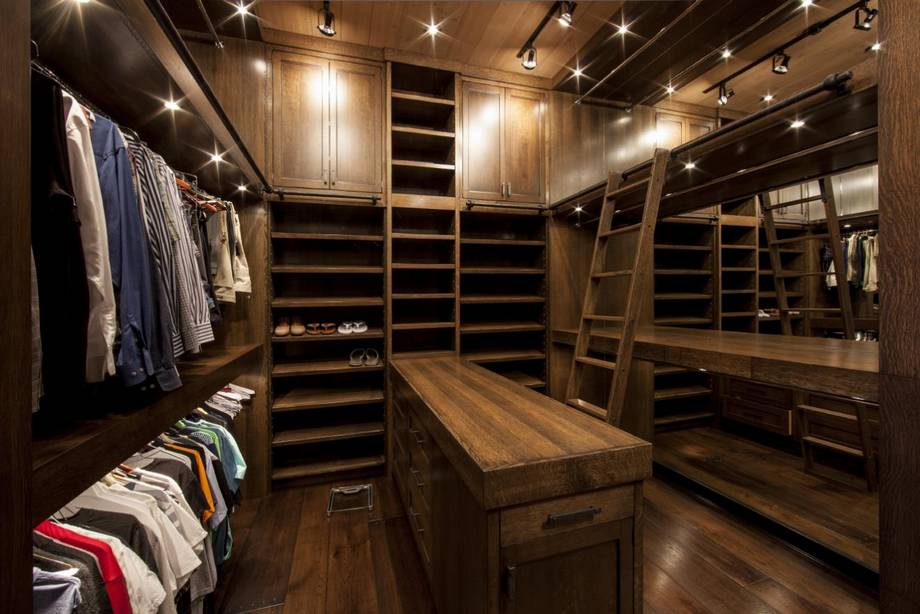 Closet from heaven examples of an over the top closet for Men s walk in wardrobe