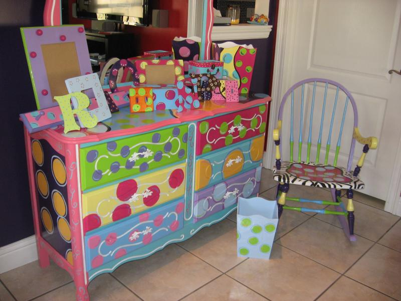 Decorating ideas for a kids bedroom that will inspire - Hand painted furniture ideas ...