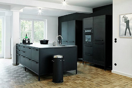 Kitchen design trends the subtle beauty of slate appliances for Flat black kitchen cabinets