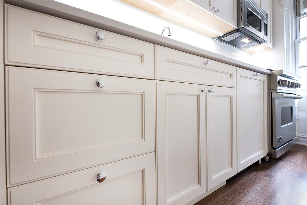 Design Your NYC Apartment: Kitchen Cabinet and Hardware Combinations