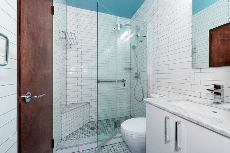 5 Tips for Doing All-White Bathroom Designs Well