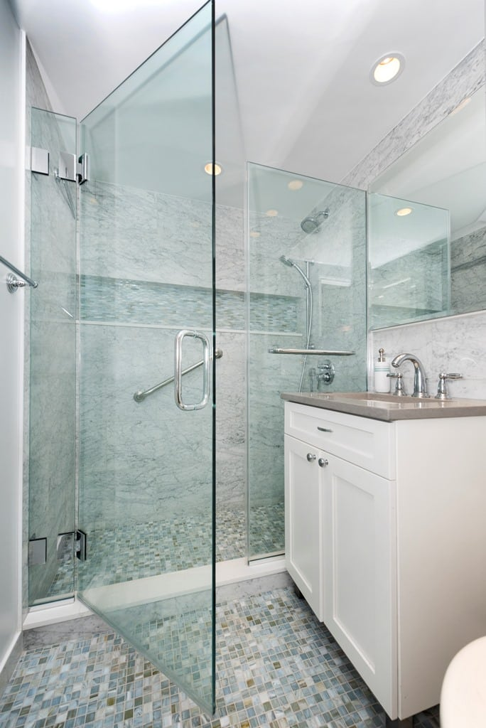 3 Reasons to Choose a Walk-In Shower