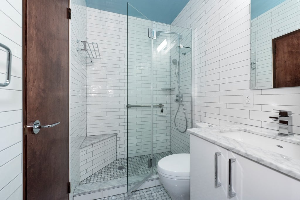 3 Reasons to Choose a Walk-In Shower For Your Bathroom