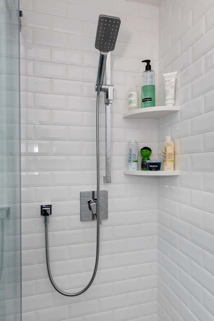 5 Small Bathrooms That Will Motivate You to Downsize